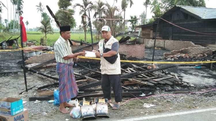 Cover Lazismu Aceh Tenggara Salurkan Bantuan Korban Kebakaran di Biak Muli Sejahtera