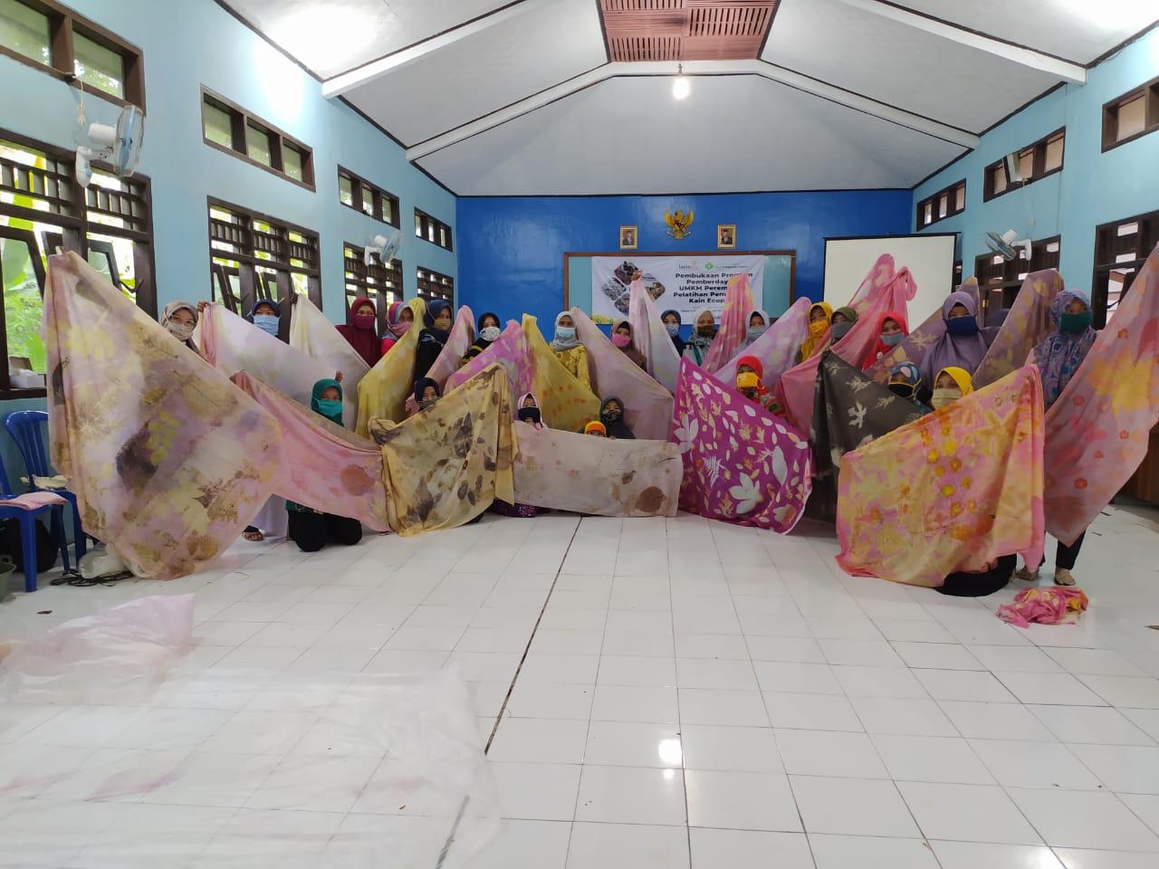 Cover Lazismu Pusat Gelar Hybrid Fashion Show Ecoprint Karya Ibu Rumah Tangga