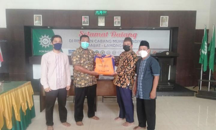 Cover Lazismu Babat Bersama MCCC Babat Salurkan Sembako ke Karyawan RS Muhammadiyah